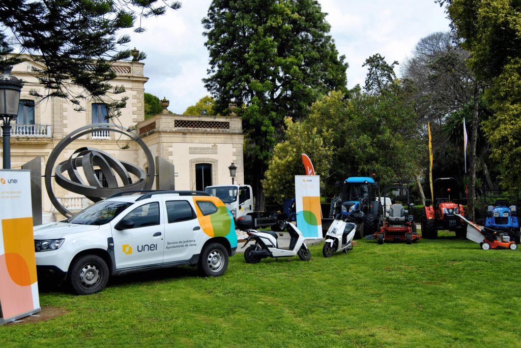 Vehículos para el mantenimiento de parques y jardines de Jerez
